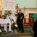 Prezes Antoni Sikoń przejmuje Krzyż Pielgrzymkowy
