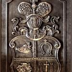 Nakrywa krypty rodu Denhoffów - dar ołtarza