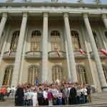 Uczestnicy zeszłorocznej pielgrzymki na schodach bazyliki