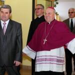 Wejście Ks. Bpa. Edwarda Frankowskiego. Z lewej strony Prezes Antoni Sikoń, Ks. Adam Marek i Dyr. Jacek  Rudnicki