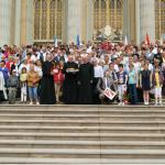Wspólne zdjęcie na schodach bazyliki