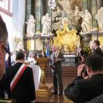 Prezes MPGK Mielec Marek  Bąbała  z Krzyżem Pielgrzymkowym ogłasza organizację pielgrzymki w 2014 roku przez MPGK w Mielcu.