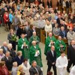 Wprowadzenie krzyża pielgrzymkowego do kościoła MBNP w Mielcu.