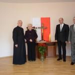 Prezydent m. Mielca Janusz Chodorowski  wraz z małżonką, proboszcz miejsca i prezes Spółki Marek Bąbała.