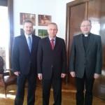 Od lewej: Ryszard Wałach, Prezydent Miasta Ryszard Brejza i Ks. Grzegorz Krząkała