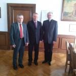 Od lewej stoją; Prezes PW i K w Inowrocławiu Stanisław Kowalewski, Prezydent Miasta Ryszard Brejza i Ks. Grzegorz Krząkała