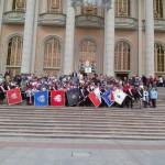 Wspólne zdjęcie na schodach Licheńskiej Bazyliki