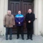Od lewej: Prezes PWiK w Inowrocławiu Stanisław Kowalewski, członek Rady Krajowej Sławomir Dworek i Duszpasterz Krajowy Ks. Grzegorz Krząkała