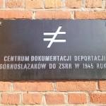 Tablica na murze Muzeum.