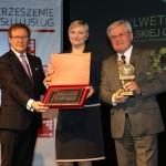 Pani Magdalena Stefańska - V-ce Prezes MPWiK w Piekarach Śl. po odebraniu nagrody.