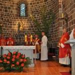 Duszpasterze przybyli na konferencję podczas Mszy św. w bazylice  im. Najświętszej Maryi Panny w Inowrocławiu