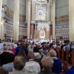 Pielgrzymi podczas Mszy św. w bazylice.