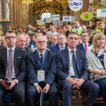 Prezydent Olsztyna Piotr Grzymowicz, Prezes PWiK w Olsztynie Wiesław Pancer podczas Mszy św.